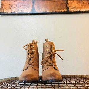 NINE WEST. Ombré Tan Black Ankle Boots sz 7
